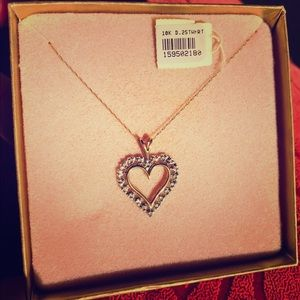 Jewelry - Vintage gold heart pendant with diamond accent